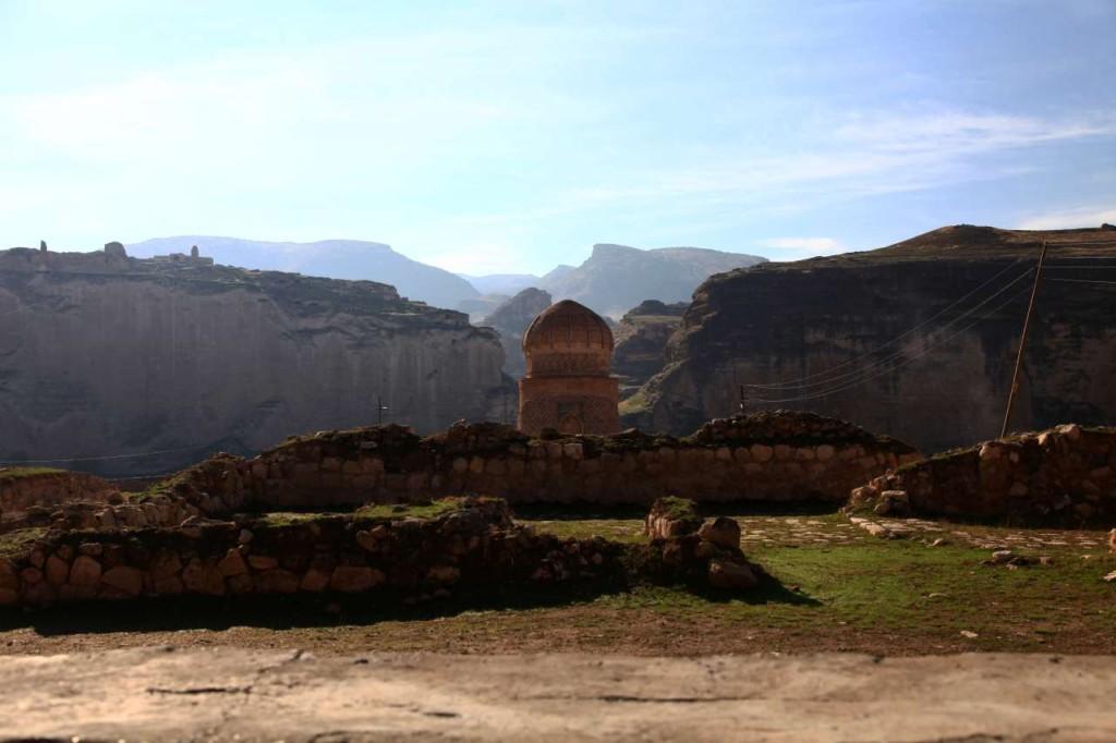Zeynel Bey Türbesi ve çevresi (Fotoğraf: Pınar Koyuncu)