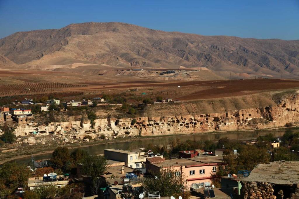 Dicle'ye nazır mağara-evler (Fotoğraf: Pınar Koyuncu)